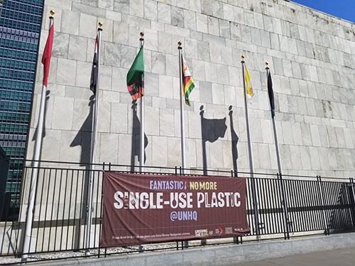 photo of UN single-use plastic banner